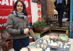 """""""Az alkotáskorosztálytól és nemtől független tevékenység. Lényege az öröm."""" Szabó Éva keramikusnál jártunk"""