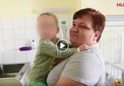 A szívbeteg győri babáknál járt a Nők Lapja Café