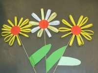 Virágok papírcsíkokból