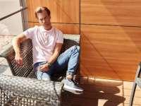 Hogyan viseljük a férfi galléros pólókat?